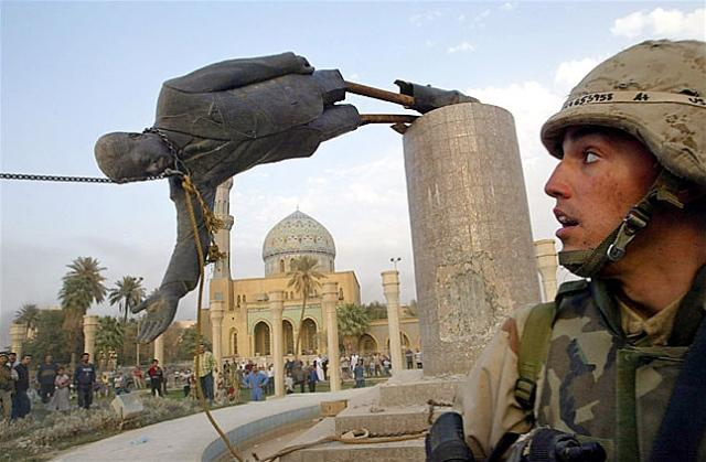 saddam-hussein-statue-falling